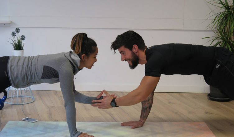 круговая тренировка в зале упражнения