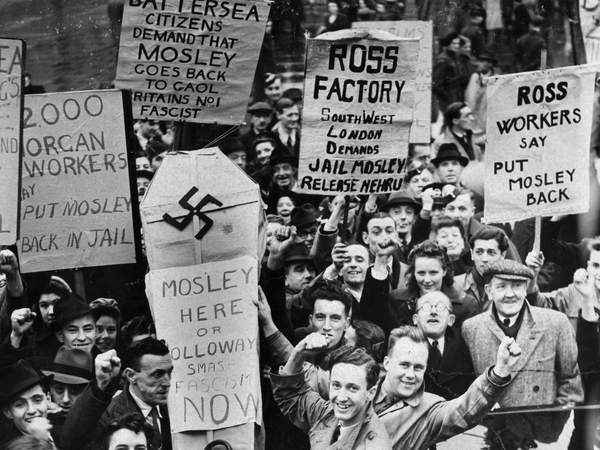 Протест противников фашизма