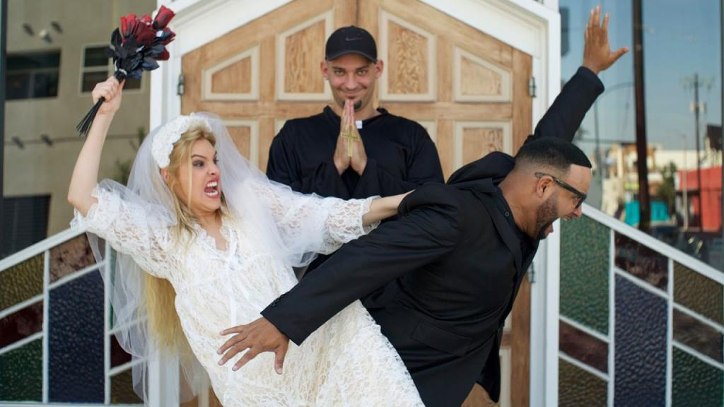 леле понс в свадебном платье