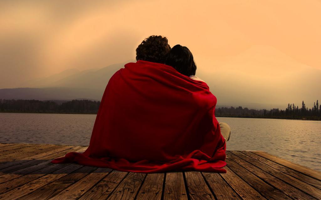 влюбленные вместе объятия