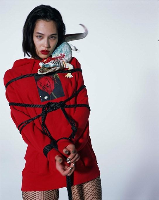 японское связывание женщин веревками