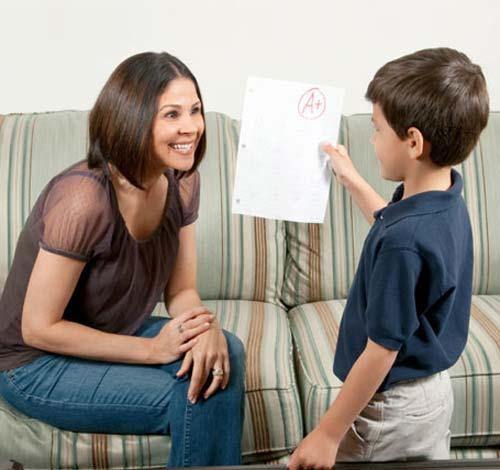 мама радуется успехам сына