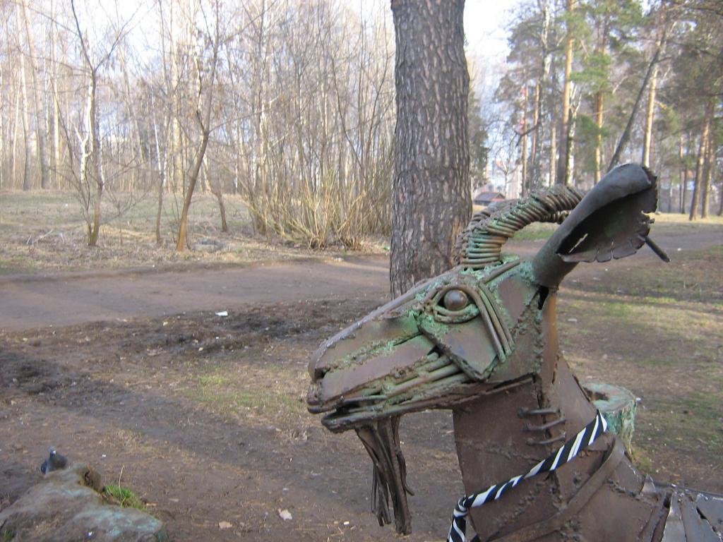 Одна из статуй в парке