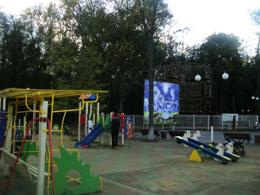 Детская площадка в Наташинском парке