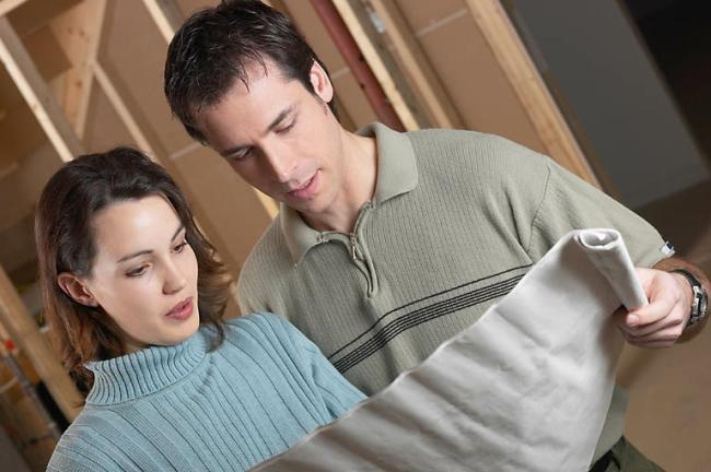Супруги обсуждают проект