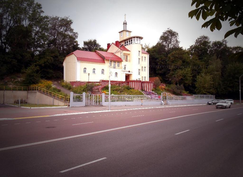 Церковь на дороге