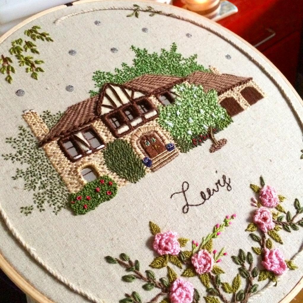 Вышивка домика