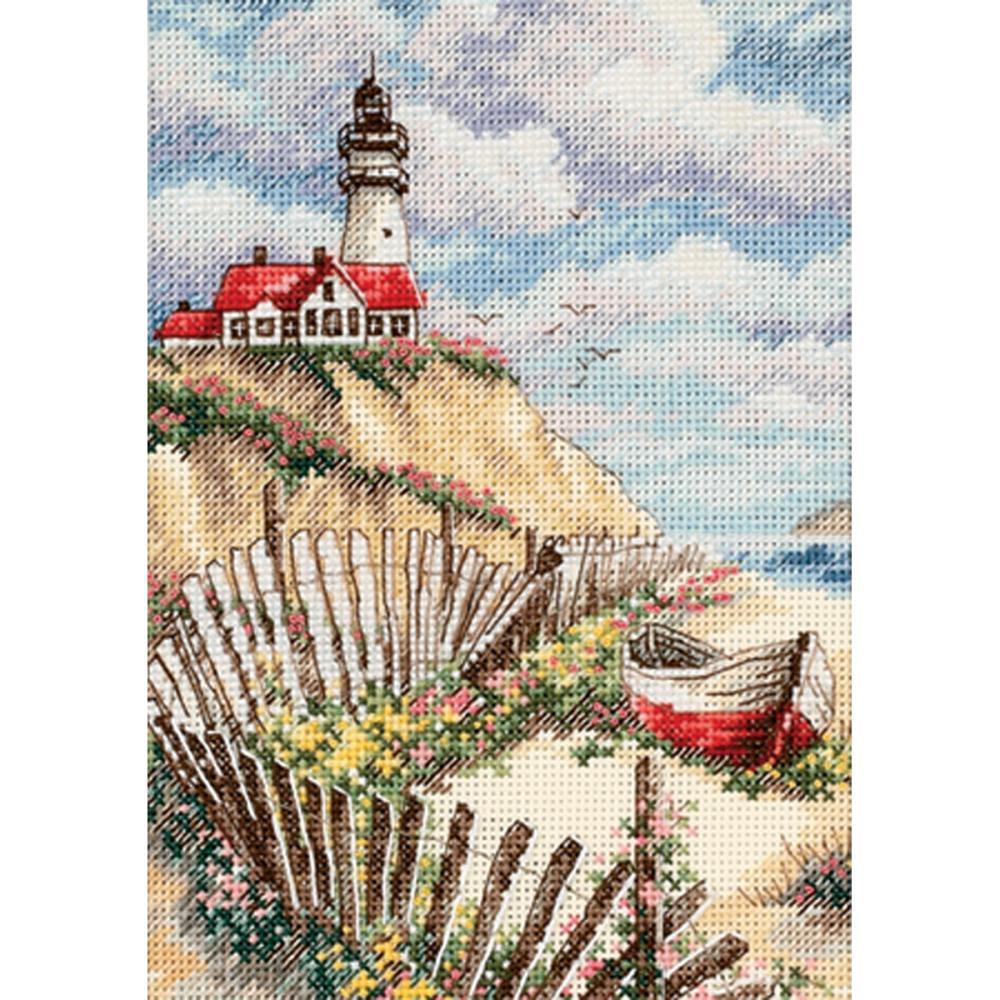 Вышивка с маяком на горе