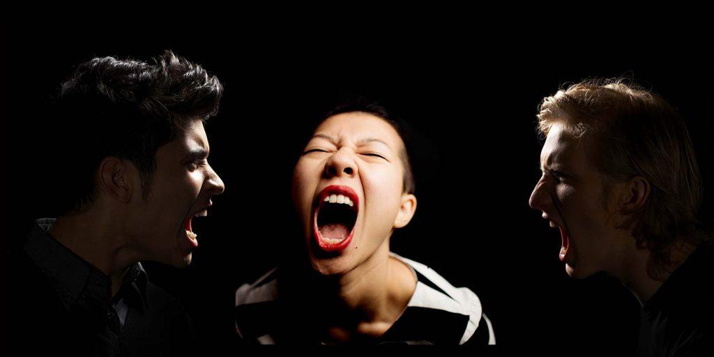Крики троих людей