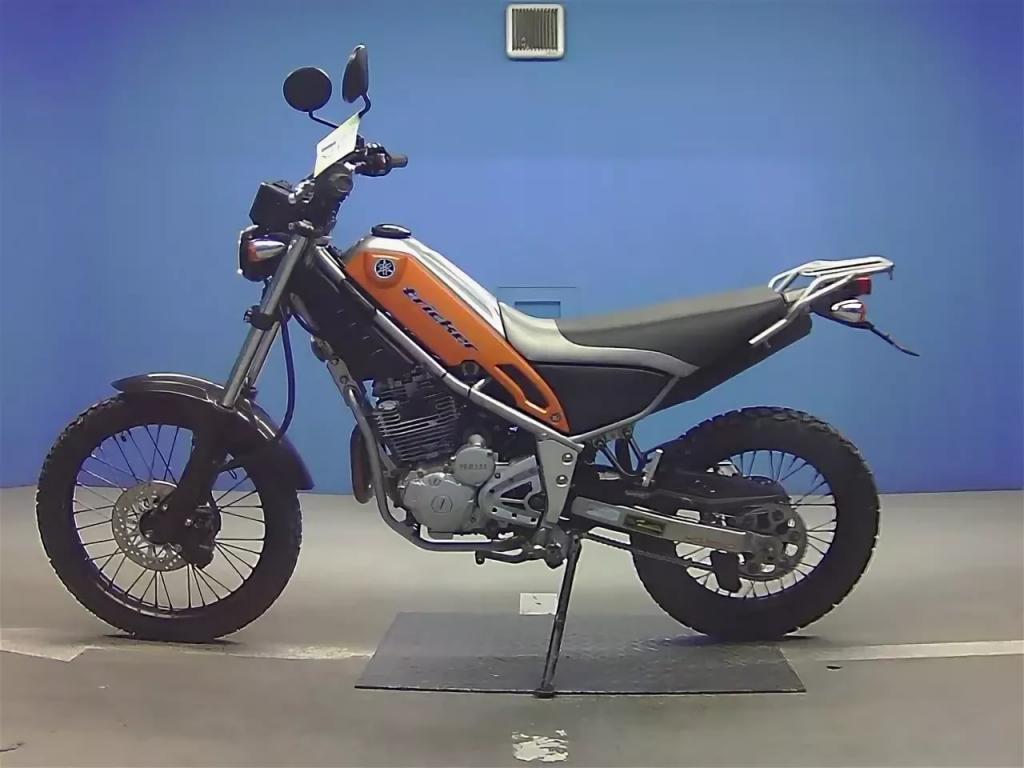 Информация о мотоцикле Yamaha XG250 Tricker: описание, технические характеристики.