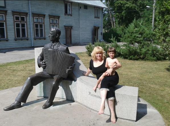 Светлана Пчельникова с дочкой Мишель