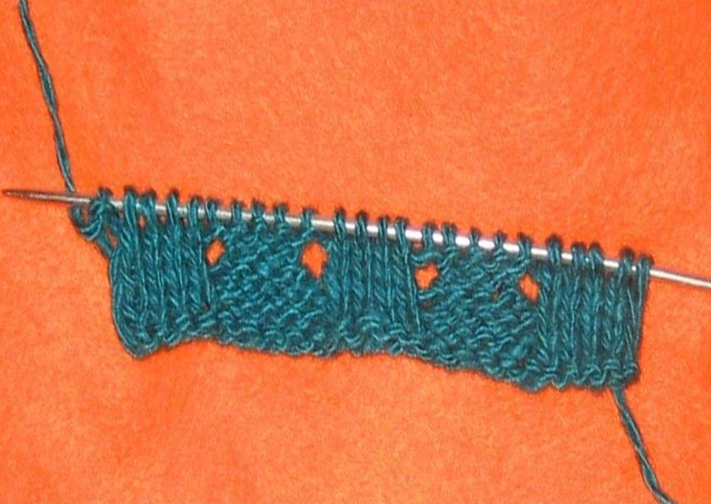 Изнаночный ряд вязки ажурной резинки