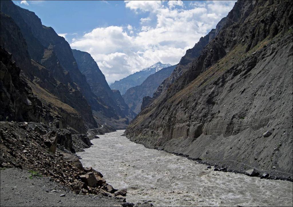 Путь реки по каньону