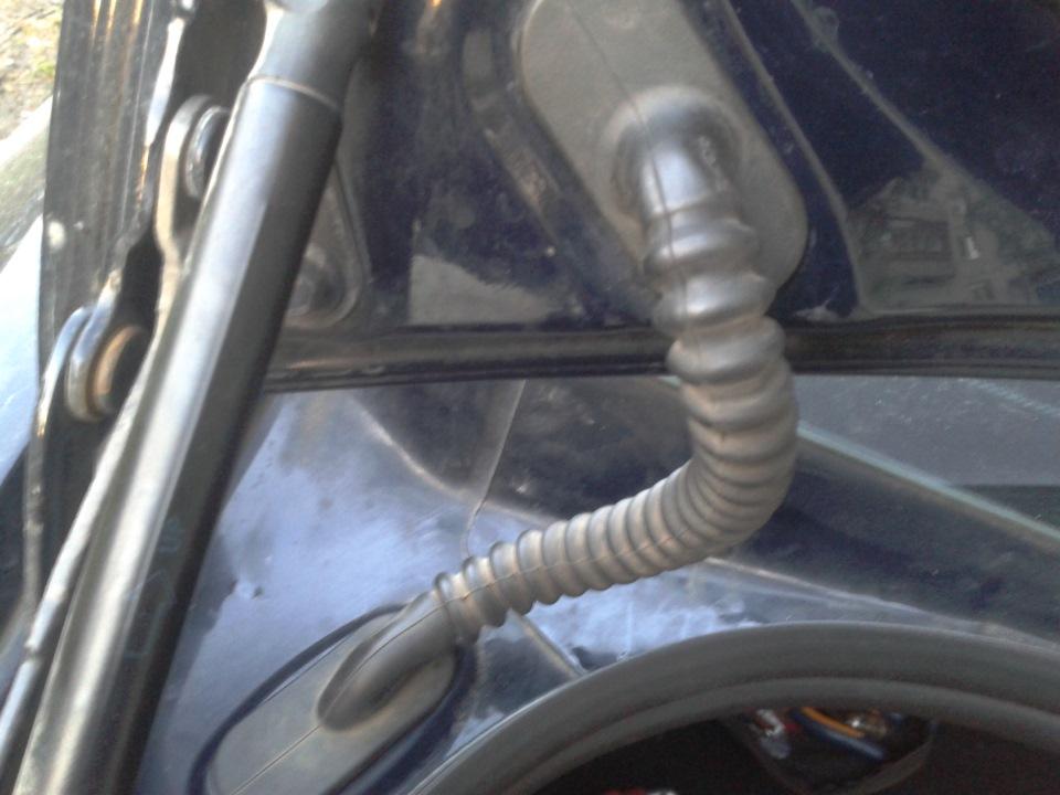 """Не открывается багажник """"Форд Фокус-2"""". Как самостоятельно открыть пятую дверь и произвести ремонт. Сколько стоит работа в сервисном центре"""