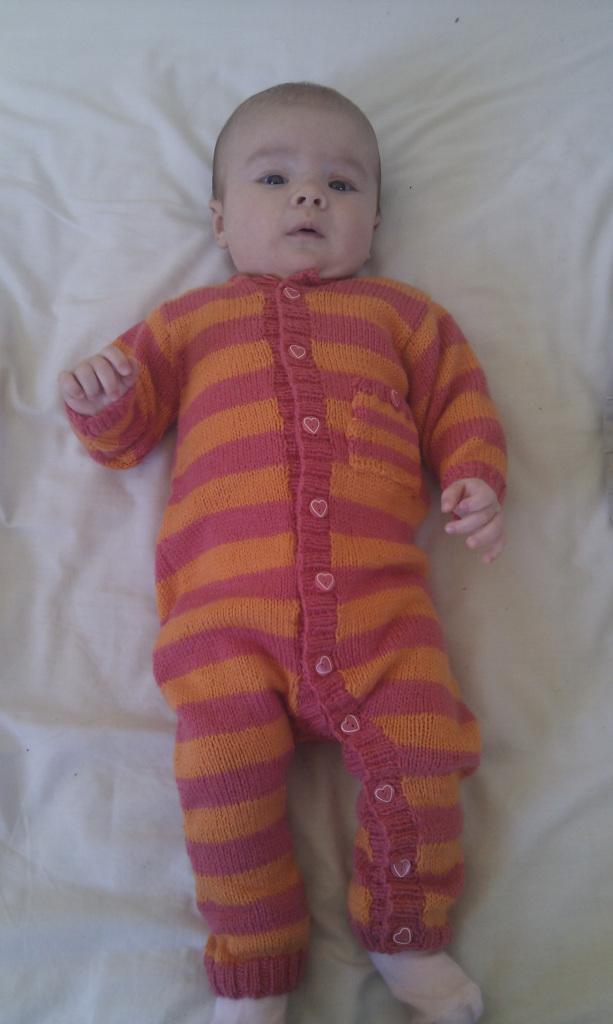 вариант модели комбинезона для новорожденного
