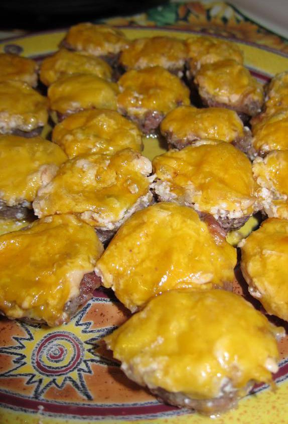 Маффины мясные с сырной начинкой