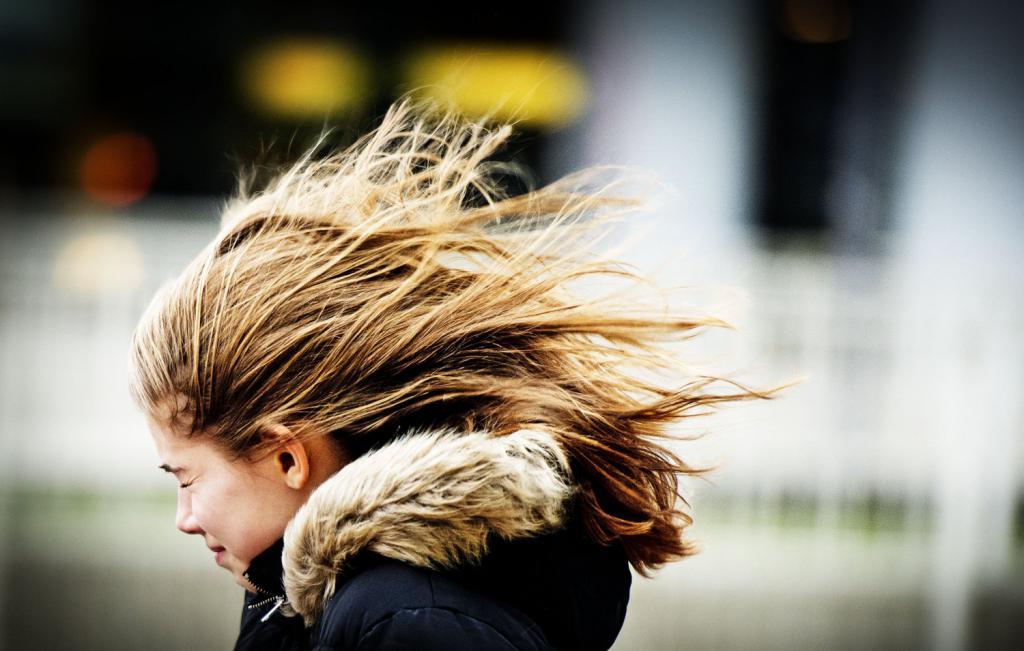Ветер препятствует ходьбе