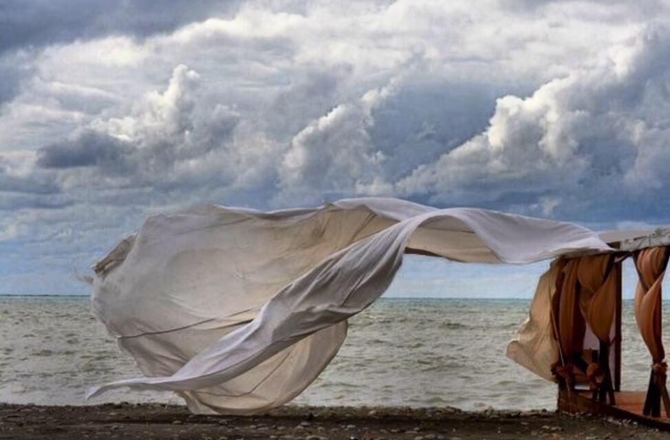 Полотнище развевается на ветру
