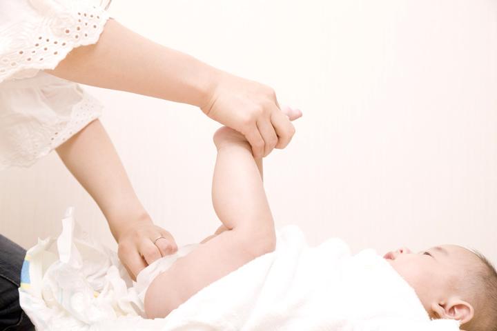 Причины крови в детском стуле