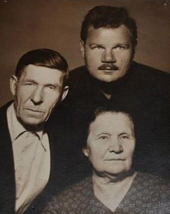 Михаил Пуговкин с родителями, Натальей Михайловной и Иваном Михайловичем