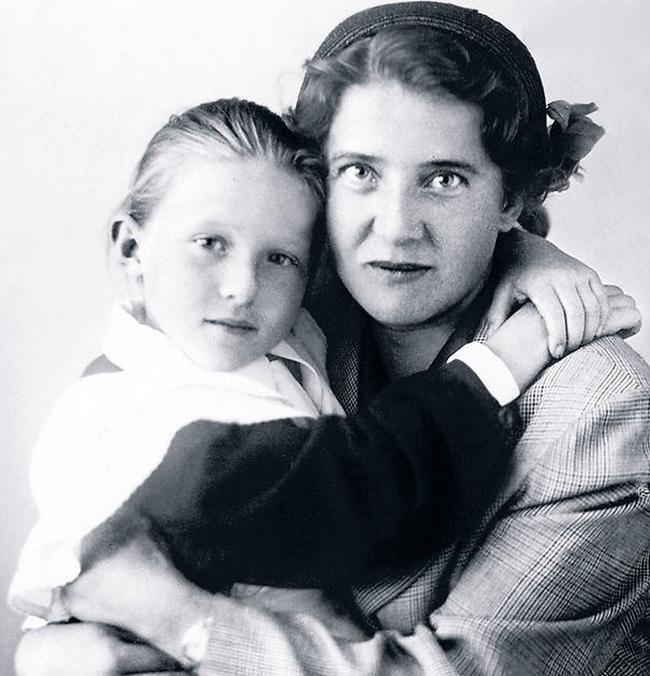 Лена Пуговкина с мамой