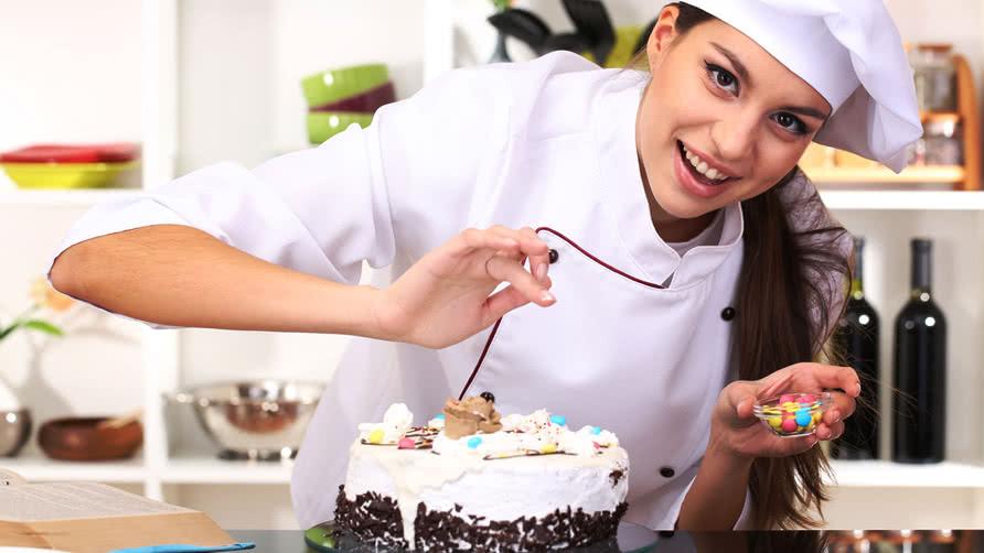 Процесс приготовления торта