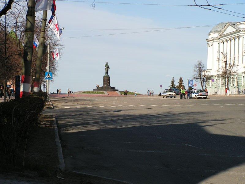Вид на памятник Чкалову