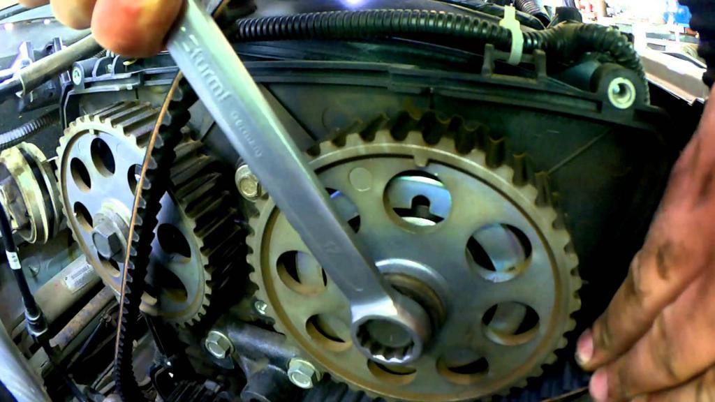 """Замена ГРМ на """"Приоре"""": инструкция, технология выполнения работ и необходимые инструменты"""