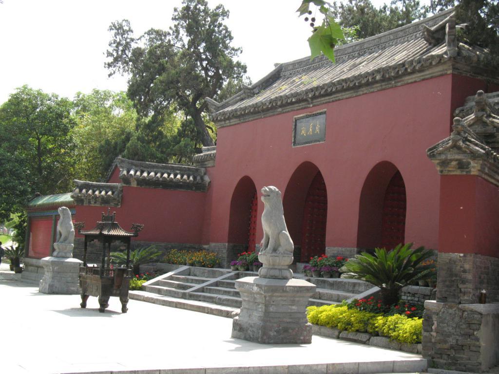 Храм Чжугэ Ляну