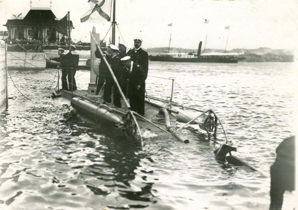 первая подводная лодка дельфин