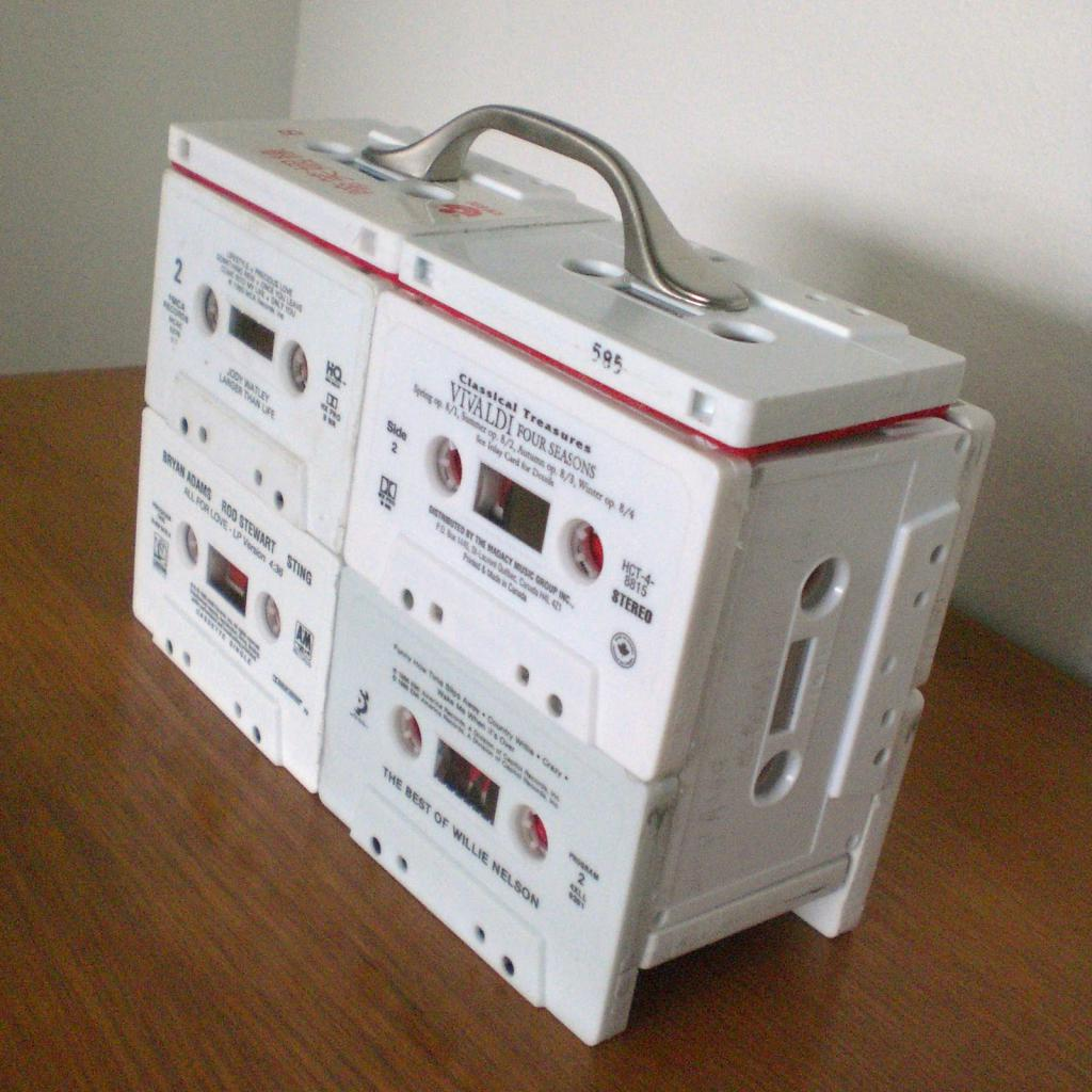 поделки из старых магнитофонных кассет шкатулки