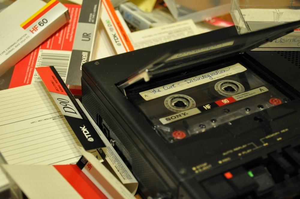 магнитофонные кассеты с записями