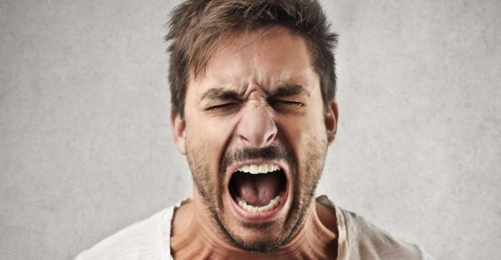 человек кричит