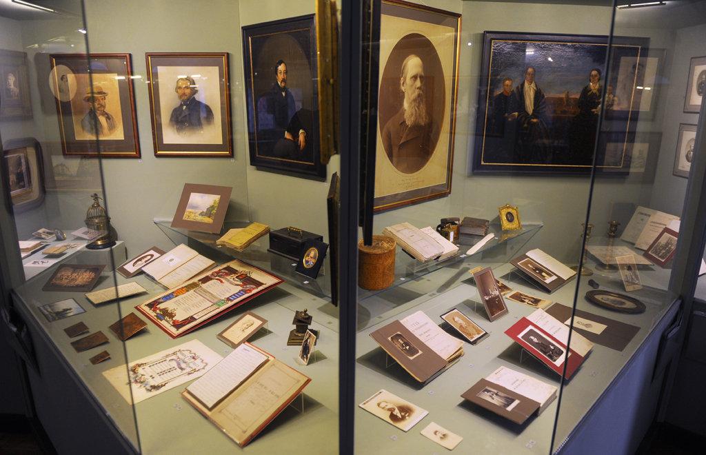 Экспонаты литературного музея