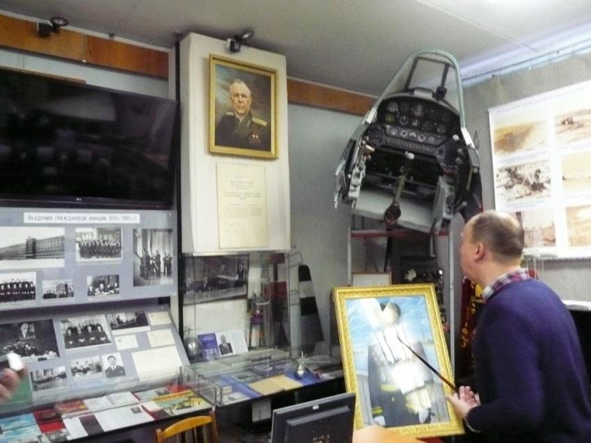 Музей авиации внутри