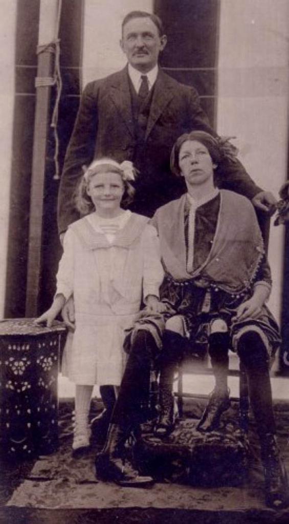 Миртл Корбин с супругом и дочкой