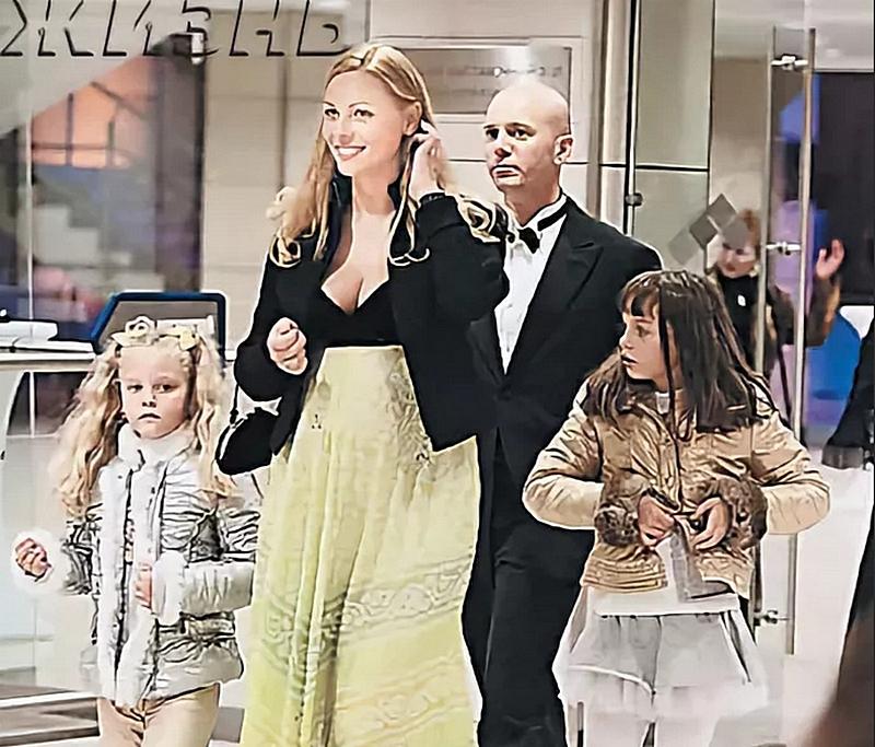 Екатерина с мужем,Андреем Кобзоном, и дочерьми