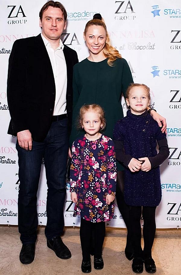 Екатерина с мужем Дмитрием и детьми