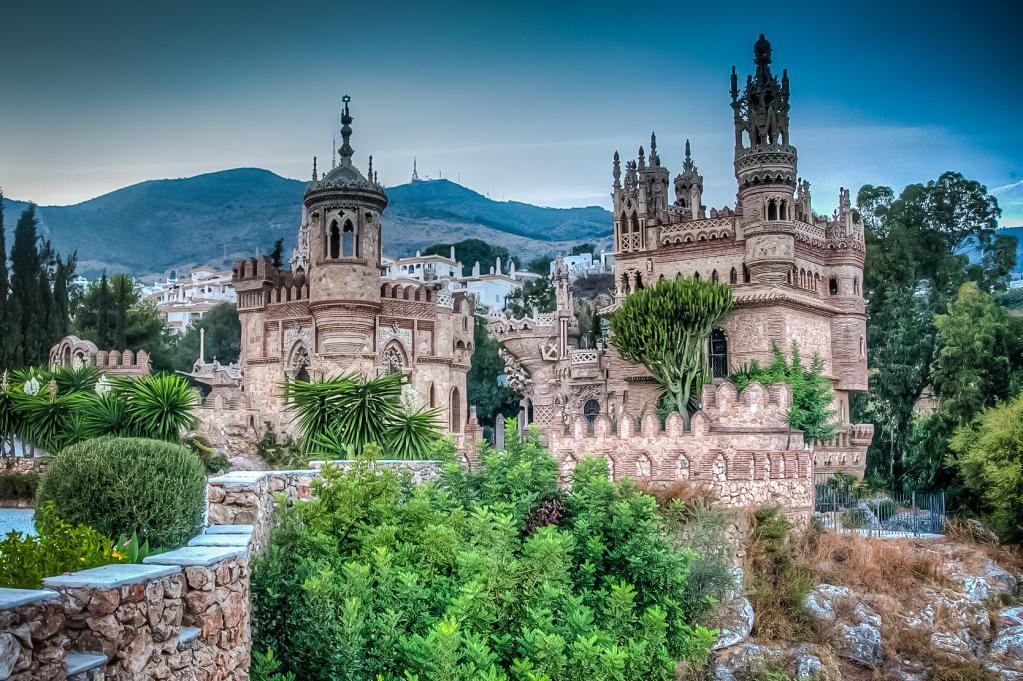 Замок, сошедший со страниц сказки