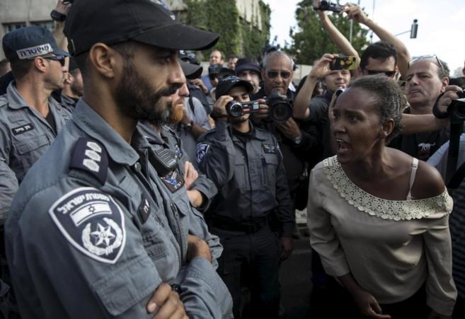 Протестующая женщина