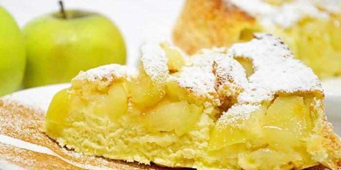 яблочная вкусная шарлотка