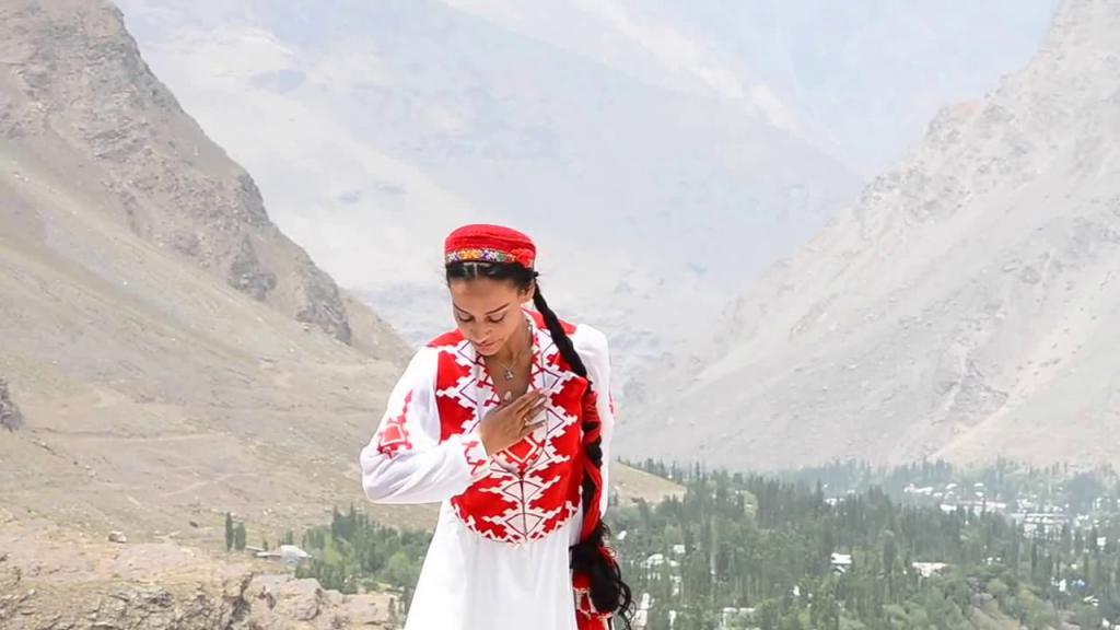 Таджичка из Бадахшана.