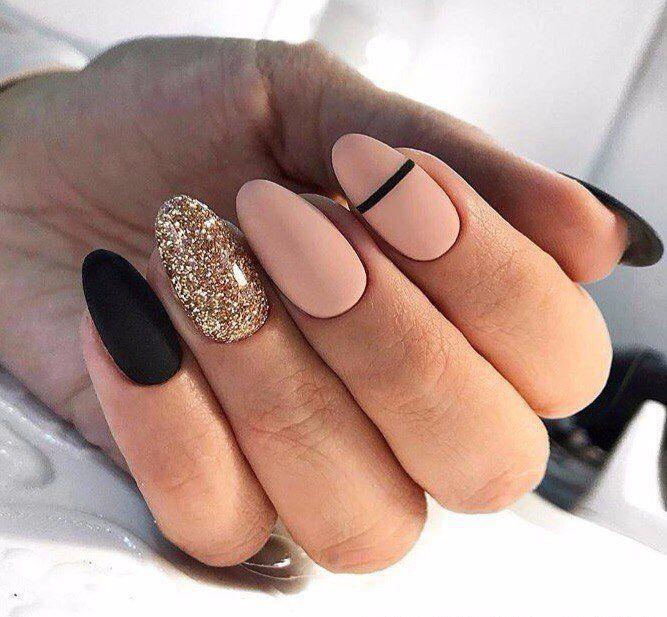 бежевые ногти с блеском