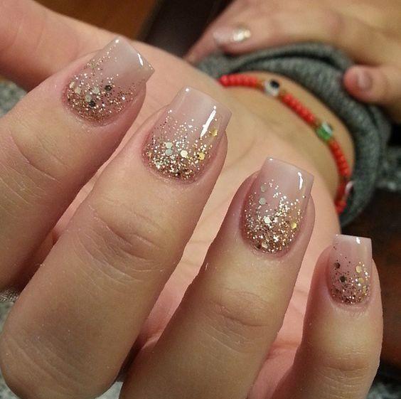 ногти с золотыми блестками
