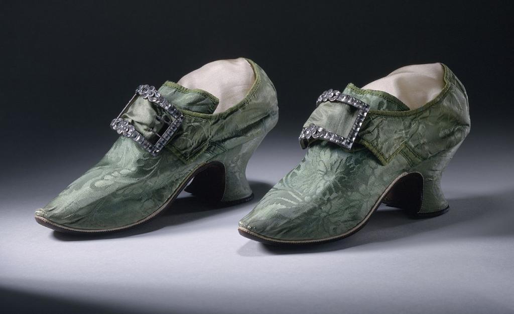 Старинные туфли