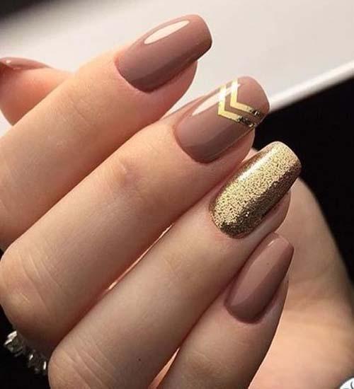 Бежевые ногти с блестками