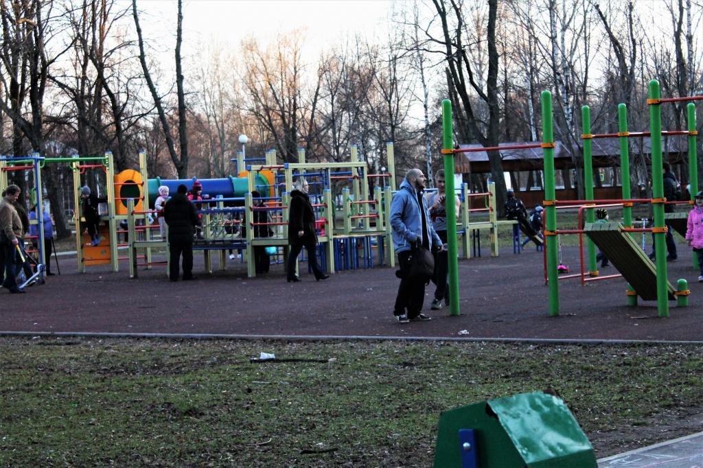 Детская спортивная площадка в парке