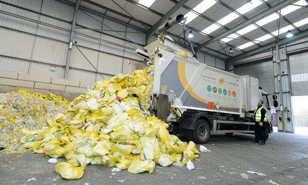 Машина на уборке отходов