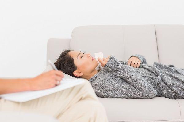 Сеанс терапии у психолога