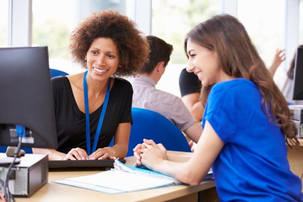 девушке подобрали вакансию на бирже труда